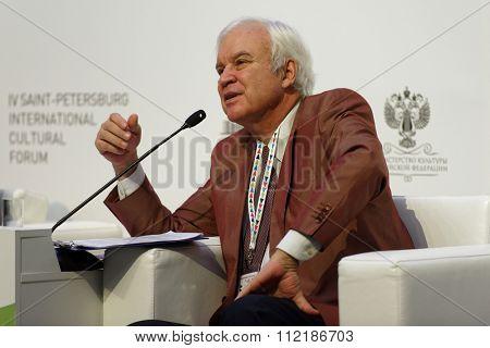 ST. PETERSBURG, RUSSIA - DECEMBER 14, 2015: Showman Vladimir Molchanov at the plenary meeting during 4th St. Petersburg International Cultural Forum