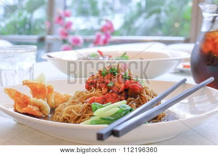 Wantan Mee Noodles With Sliced Chicken