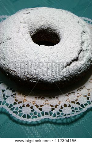 Cake topped with icing sugar
