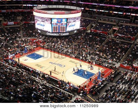 Clippers Blake Griffin Holds Ball Up Looking For Someone To Pass To As Other Play Try To Get Open