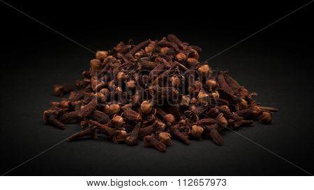 Pile of Organic black clove (Syzygium aromaticum)