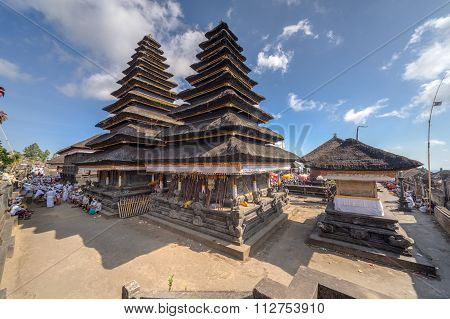 Village Of Besakih, Bali/indonesia - Circa October 2015: Wooden Pagoda Roofs Of Pura Besakih Balines