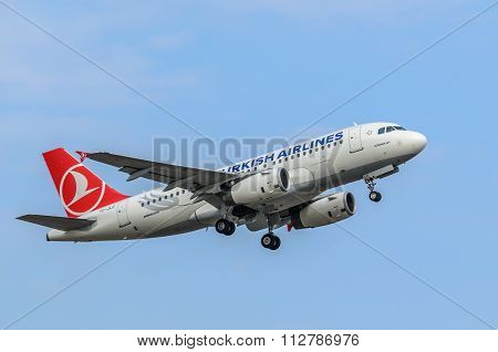 Turkish Airlines Airbus A319 taking off, Riga International Airport.