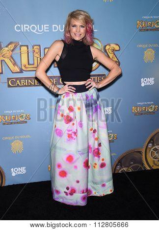 LOS ANGELES - DEC 09:  Kathleen Rose Perkins arrives to the Cirque du Soleil's
