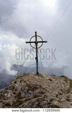 Summit cross on mountain Leilachspitze in the clouds
