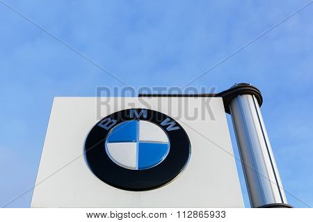 BMW logo on a panel