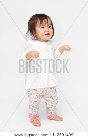 Japanese toddling baby girl (0 year old)