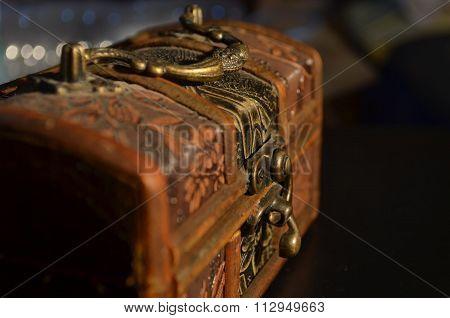 Treasure Box de bois et de Cuivre poster