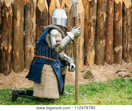 Historical restoration of knightly fights on festival of medieva