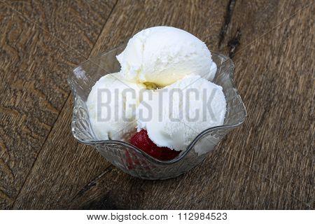 Ice Cream With Strawberry