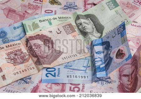 The 20 200 and 500 mexican pesos banknotes appear to be sad while the 50 looks angry perhaps because of its weakness against the dollar.