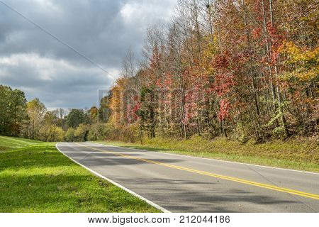 a highway of Natchez Trace Parkway in Tennessee, fall colors in late October