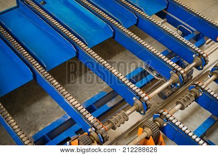 Old industrial chain conveyor unloading system products.