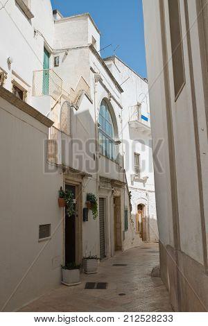 Characteristic alleyway of Locorotondo. Puglia. Southern Italy.