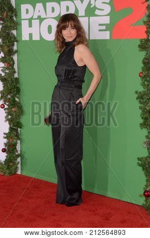 LOS ANGELES - NOV 5:  Linda Cardellini at the