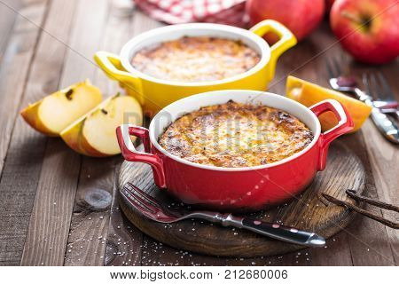 Cottage cheese casserole with apples, sweet breakfast