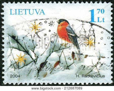Lithuania - Circa 2004: A Stamp Printed In Lithuania Shows A Bullfinch In The Snow, Circa 2004