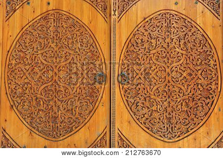 Khiva: carved wooden doors with traditional ornament