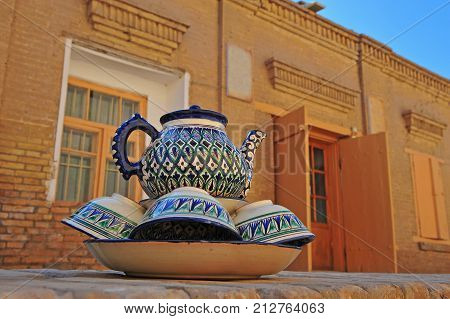 Khiva: set off traditional teapot and cups