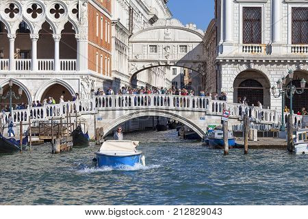 VENICE ITALY - SEPTEMBER 21 2017: Sea view on stone bridge Ponte della Paglia. The bridge is always surrounded by tourists with the best view of the Bridge of Sighs