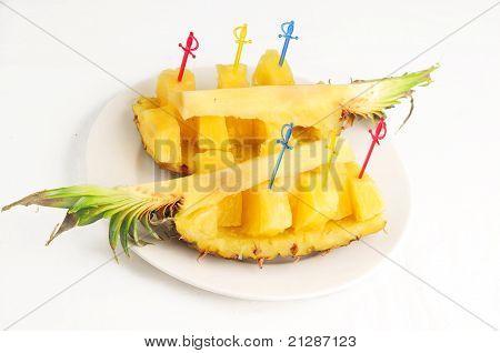 The cut pineapple