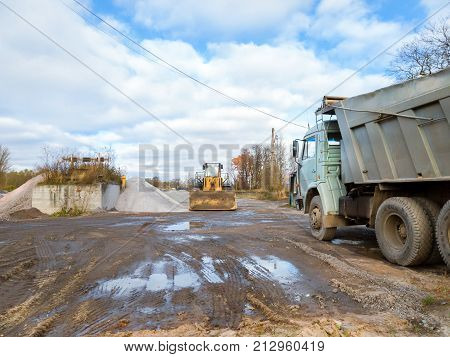 Wheel Bulldozer With Rotary U-blade, Heavy Truck