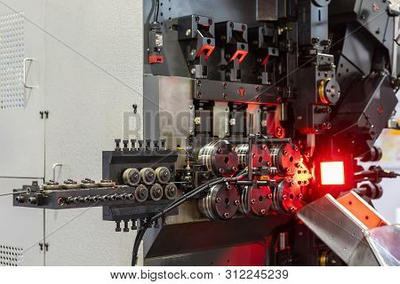 Automatic  Feed Unit Of Universal High Technology And Precision Automatic 3d Wire Bending Machine Fo