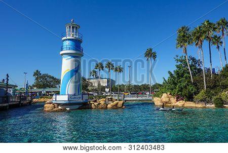 Orlando, Fl/usa- 12/05/18: Sea World Entrance On A Bright Sunny Day.