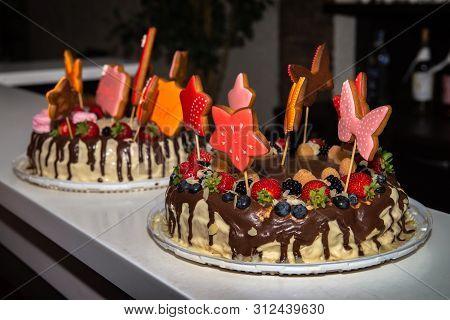 Nice Birthday Cake Food Sweet Fresh Fruits