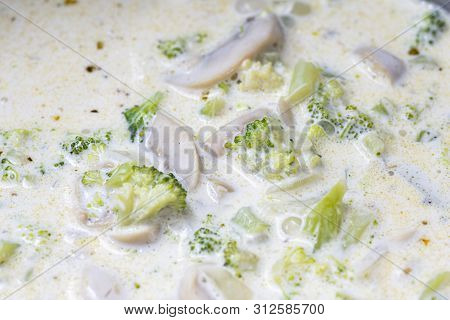 Broccoli Soup With Mushroom And Cream Cooked