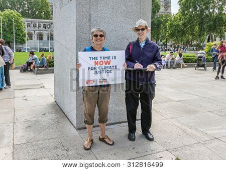 London / Uk - June 26th 2019 - Couple Carry A Time Is Now Sign In Parliament Square, As Part Of A Ti