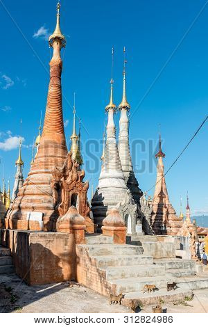 Inle Lake, Myanmar - 30 November, 2018: Vertical Picture Of Beautiful Architecture Of Indein Temple,