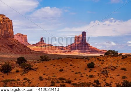 National Parks Usa Southwest Area Of Giant Rock Formations And Table Mountains In Monument Valley