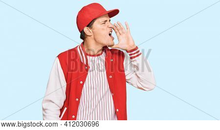 Handsome caucasian man wearing baseball uniform shouting and screaming loud to side with hand on mouth. communication concept.