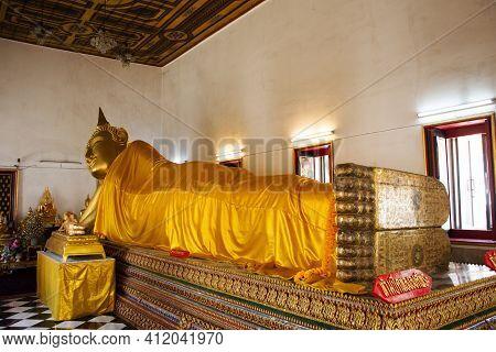 Buddha Reclining Attitude Statue Of Wat Paramaiyikawat Worawihan Temple On Koh Kret Island For Thai