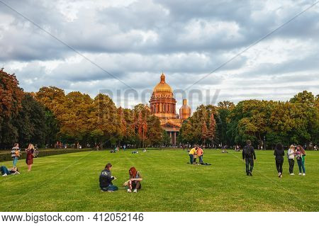 June 12, 2015: St. Petersburg, Russia: St. Isaac's Cathedral. St. Petersburg Sunny Day, People Relax
