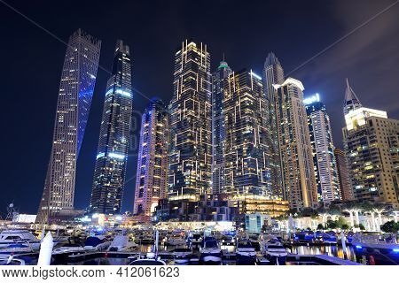 Dubai, Uae - November 15: The Night Illumination Of Dubai Marina And Cayan Tower On November 15, 201