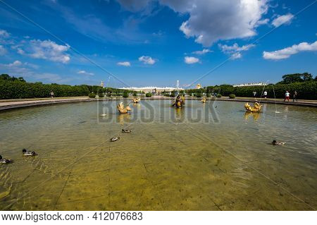 Saint- Petersburg, Russia - June 18, 2018: Grand Petergof Palace And Fountain In The Upper Garden Of