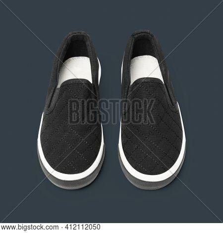 Black slip-on unisex streetwear sneakers fashion