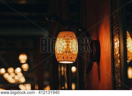 Modern Lighting Fixtures - Cafe Interiors. Restaurant Lights