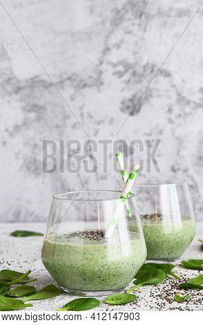Smoothie With Spinach, Kiwi And Yogurt. Chia Seeds. Detox Menu. The Keto Diet.