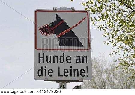 Leash Obligation For Dogs Sign