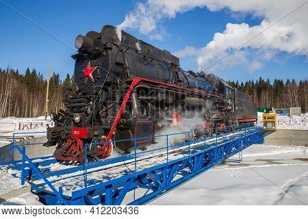 Ruskeala, Russia - March 10, 2021: Steam Locomotive Lv-0522 On The Turntable Of The Ruskeala Mountai