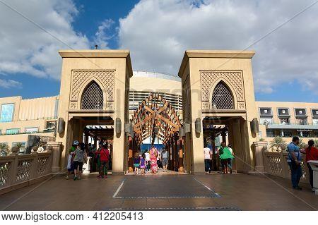 Dubai, United Arab Emirates - December 10, 2016: Bridge Between Souk Al Bahar And Dubai Mall In The
