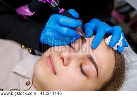 Face Of A Beautiful Woman With Bushy Eyebrows In A Beauty Salon. Permanent Makeup For Eyebrows. Beau