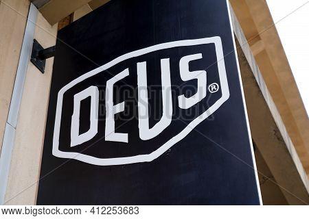 Bordeaux , Aquitaine France - 03 08 2021 : Deus Ex Machina Logo Text And Brand Sign Fashion Boutique