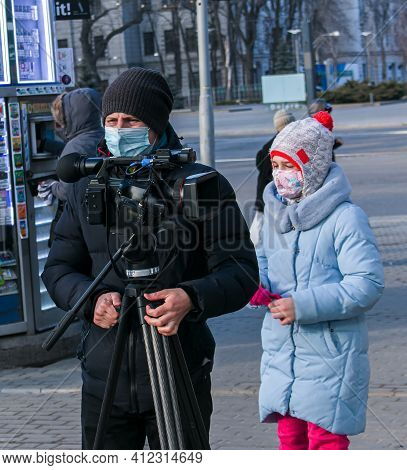 Dnepropetrovsk, Ukraine - 03.11.2021: A Girl Resident Of The City Watches The Work Of A Young Videog