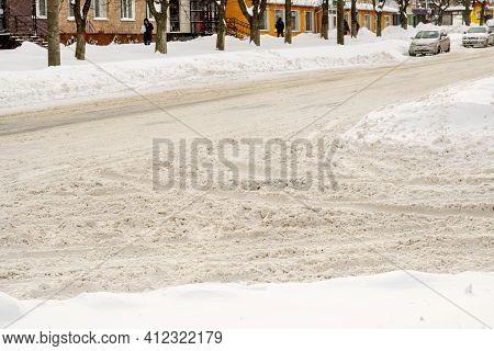 Lutsk, Ukraine - February 12,2020: Uncleaned Slippery Roads And Sidewalk In Winter. Cars In Snowdrif