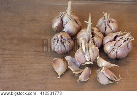Ripe Garlic, Dried Garlic On A Wooden Table. Autumn Harvest Of Garlic. Flat Lay, Copy Space.