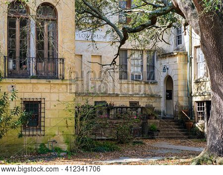 New Orleans, La - March 9: Historic Uptown Apartment Building In The Italianate Style On March 9, 20